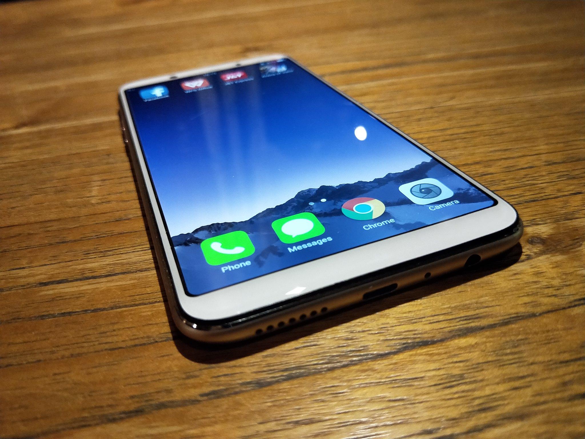 Bagian bawah bodi Oppo F5. Liputan6.com/Iskandar
