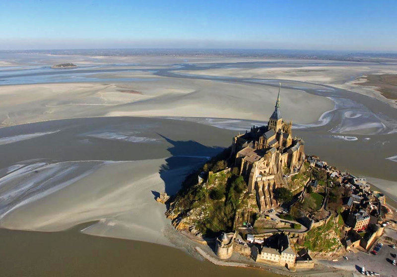 Aerial view of Mont-Saint-Michel. Credit cea +