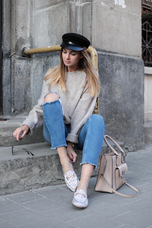 beige-knit-sweater-outfit-ideas-street-style