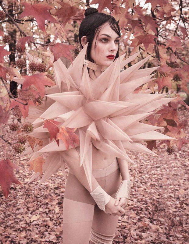 Vittoria-Ceretti-Vogue-Japan-Luigi-Iango-03-620x801