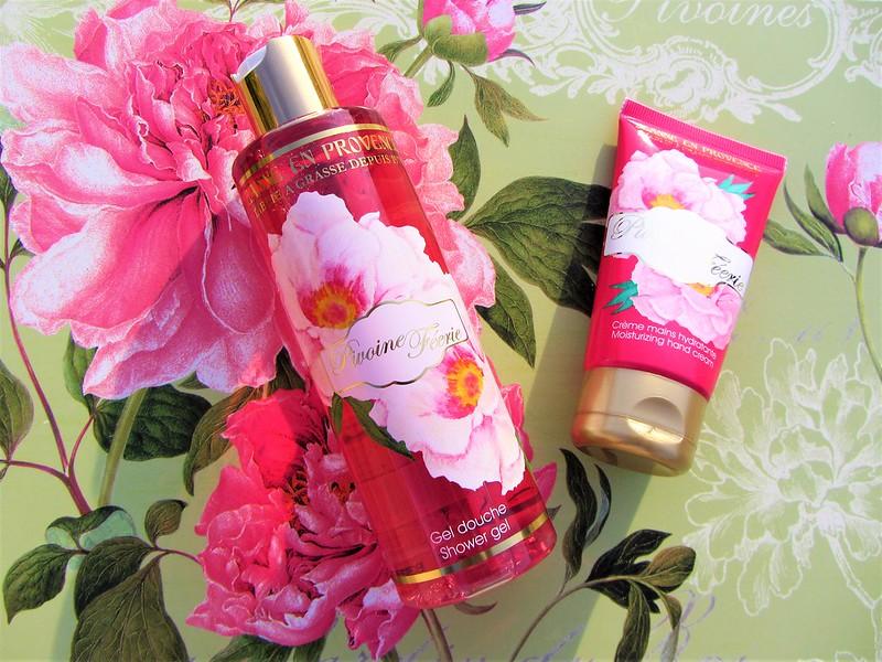 nouvelle-gamme-fleurie-pivoine-feerie-jeanne-en-provence-soins-corporels-thecityandbeautywordpress.com-blog-beaute-femme-IMG_8711 (2)