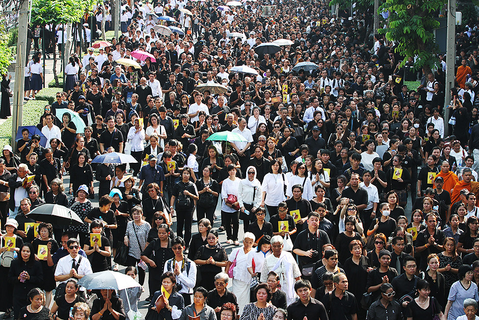 Ratusan Ribu Hadiri Kremasi Jenazah Mendiang Sangharaja