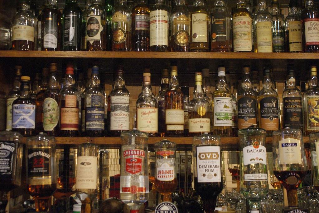 Dans le pub de Loch Ranza au nord de l'île d'Arran en Ecosse.