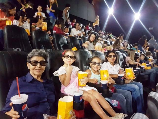 Cinema com muita diversão, pipoca e refrigerante no Dia das Crianças da AMMA