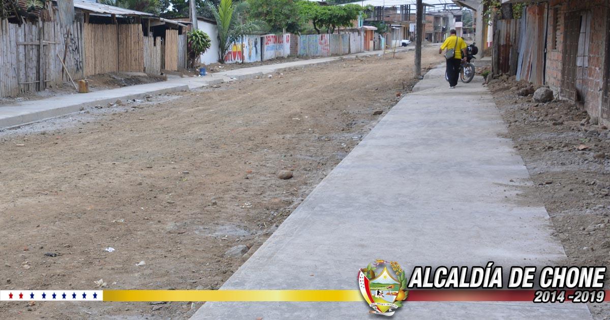 Aceras y bordillos en la calle Elías Cedeño Jerves terminadas