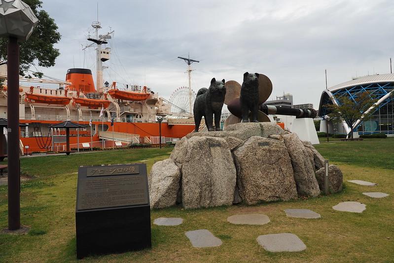 名古屋港南極観測船ふじとタロウジロウ
