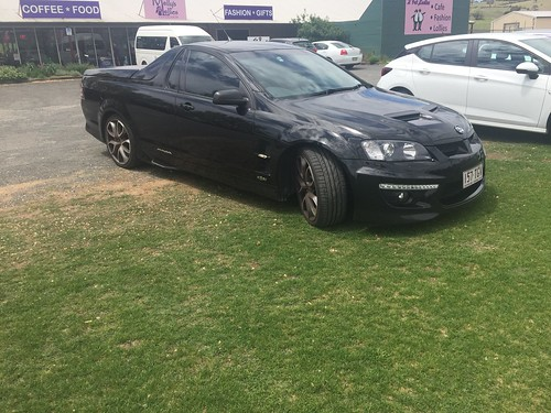 HOLDEN Ute 317-R8 at Lucknow, NSW. Plate 157 TGV