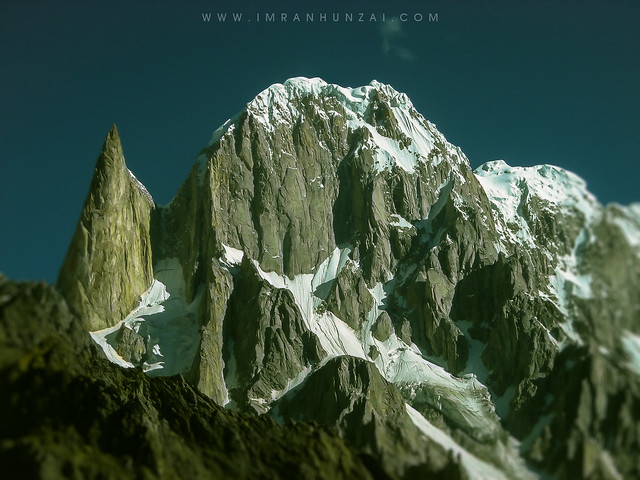 Lady Finger and Hunza peak seen from Hon Pass