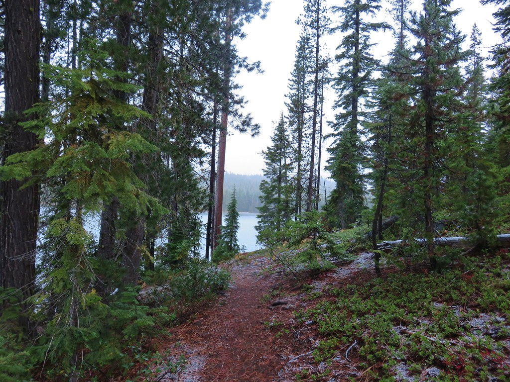 Senoj Lake Trail along Lucky Lake