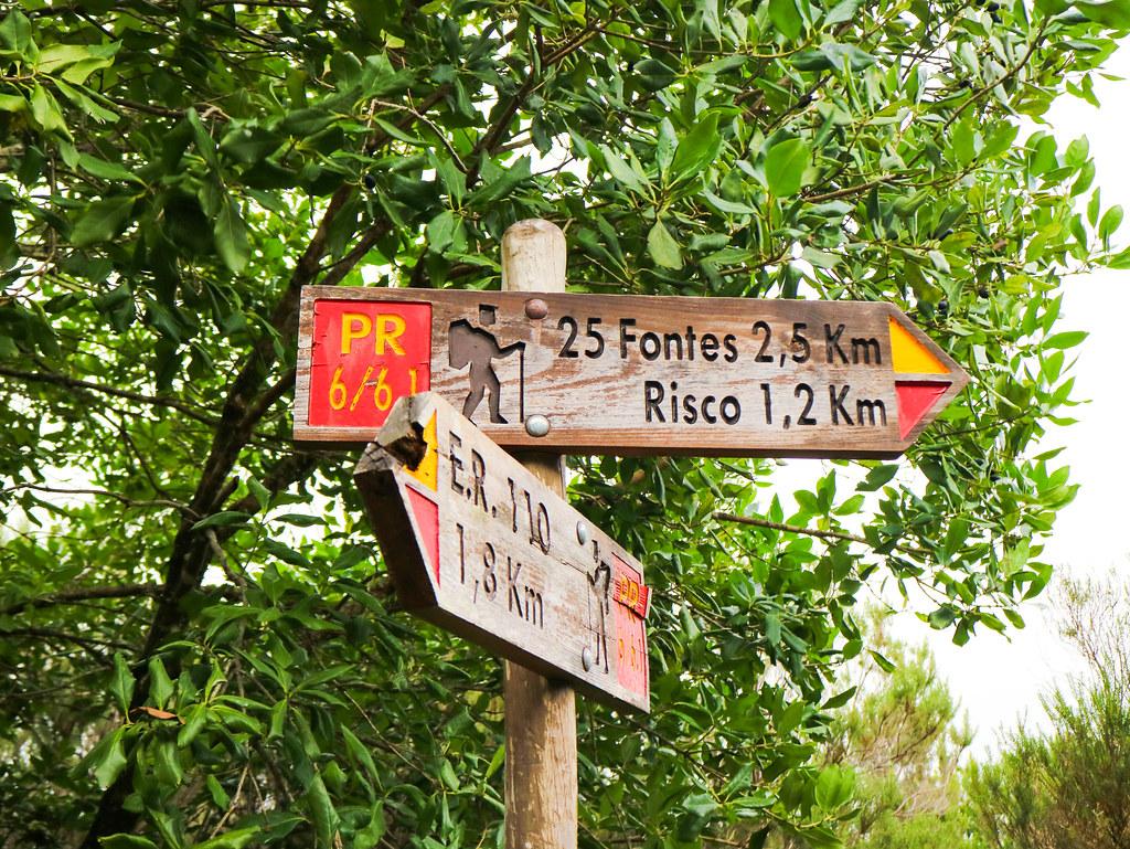 Señales marcando rutas de senderismo en Madeira