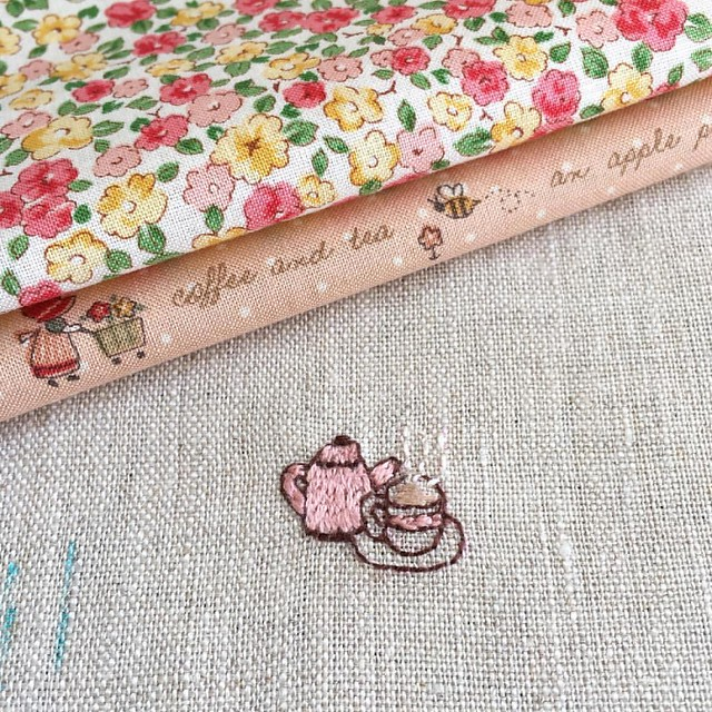 Just something tiny... The sweet little motive is from a book by Hiroko Ishii. 💕 . #wip #workinprogress #embroidery #handstitched #japanesefabrics #japanesebooks #dmcfloss