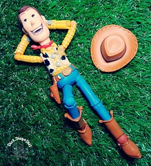 stop your day and lie down on the grass and look at the beautiful sky...😪 #Woody #Pixar #ToyStory #Disney #DisneyAnimation #Revoltech #ActionFigure #collection #coleção #Toy #outside #outdoor #sheriff #Cowboy #farm #sunny #nap #sleep #andy