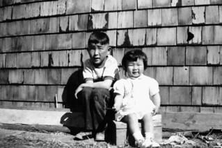 Eugene and Susan Hattori, children of Japanese-Canadian internees, Lethbridge, Alberta / Eugene et Susan Hattori, dont les parents ont vécu dans un camp d'internement, Lethbridge (Alberta)