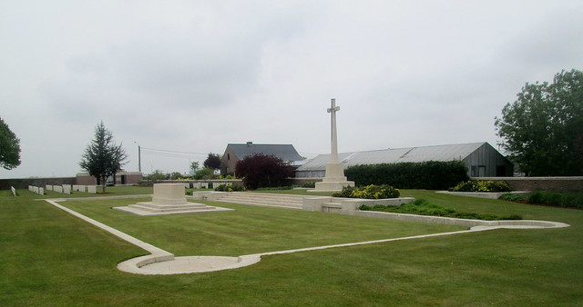 Cross of Sacrifice and Stone of Remembrance, Poelcapelle War Cemetery