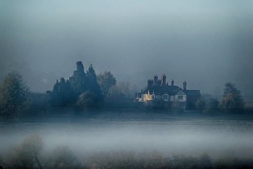 Eastbury Manor above the mist