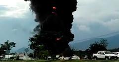 Incendio consume bodegas de la refresquera Aga en Apatzingán