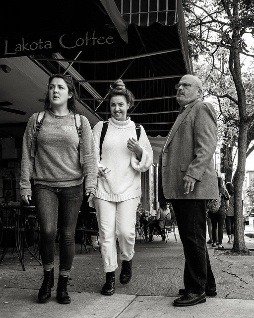 Passers-by bw - 8416