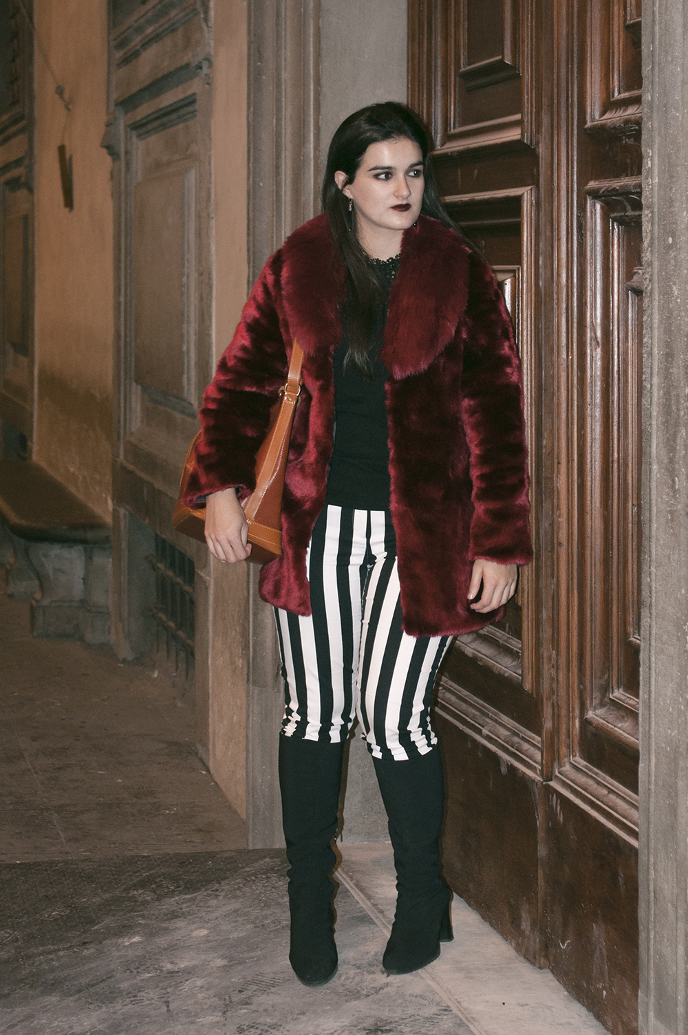 something fashion blogger influencer streetstyle spain firenze italianbloggers galeria degli uffizi fur coat lightinthebox collaboration halloween_0273