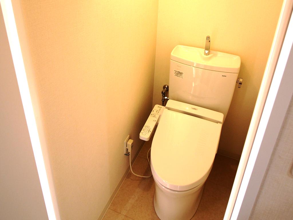 リノベーション後・清潔なトイレ