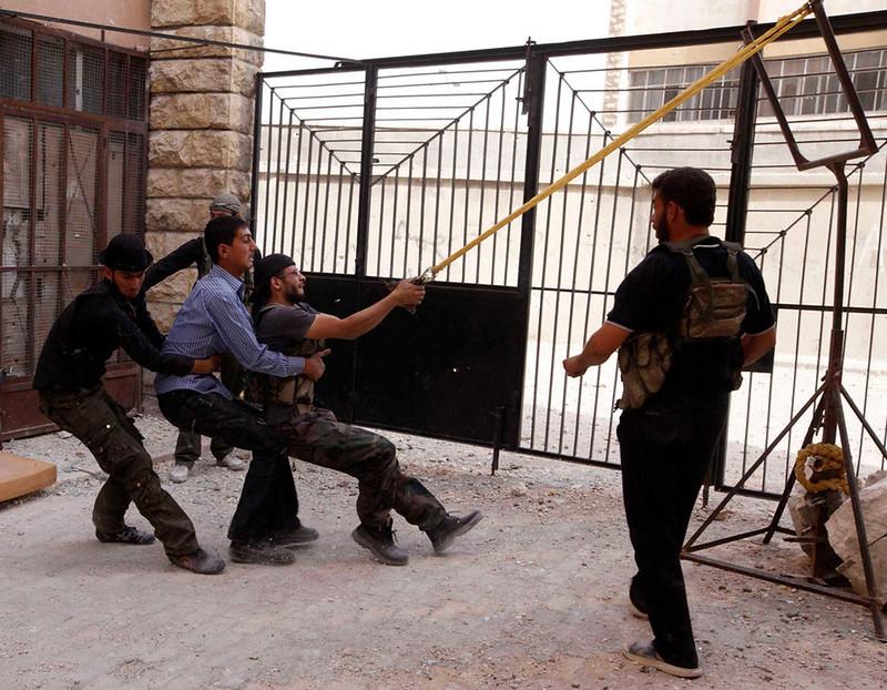 Syria-rebels-slingshot-20121020-mvk-1