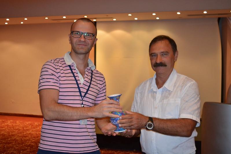 Вручение сертификата Гуляеву
