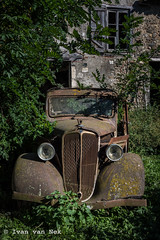 The rural habit of keeping your old car...forever. - Photo of Mauran
