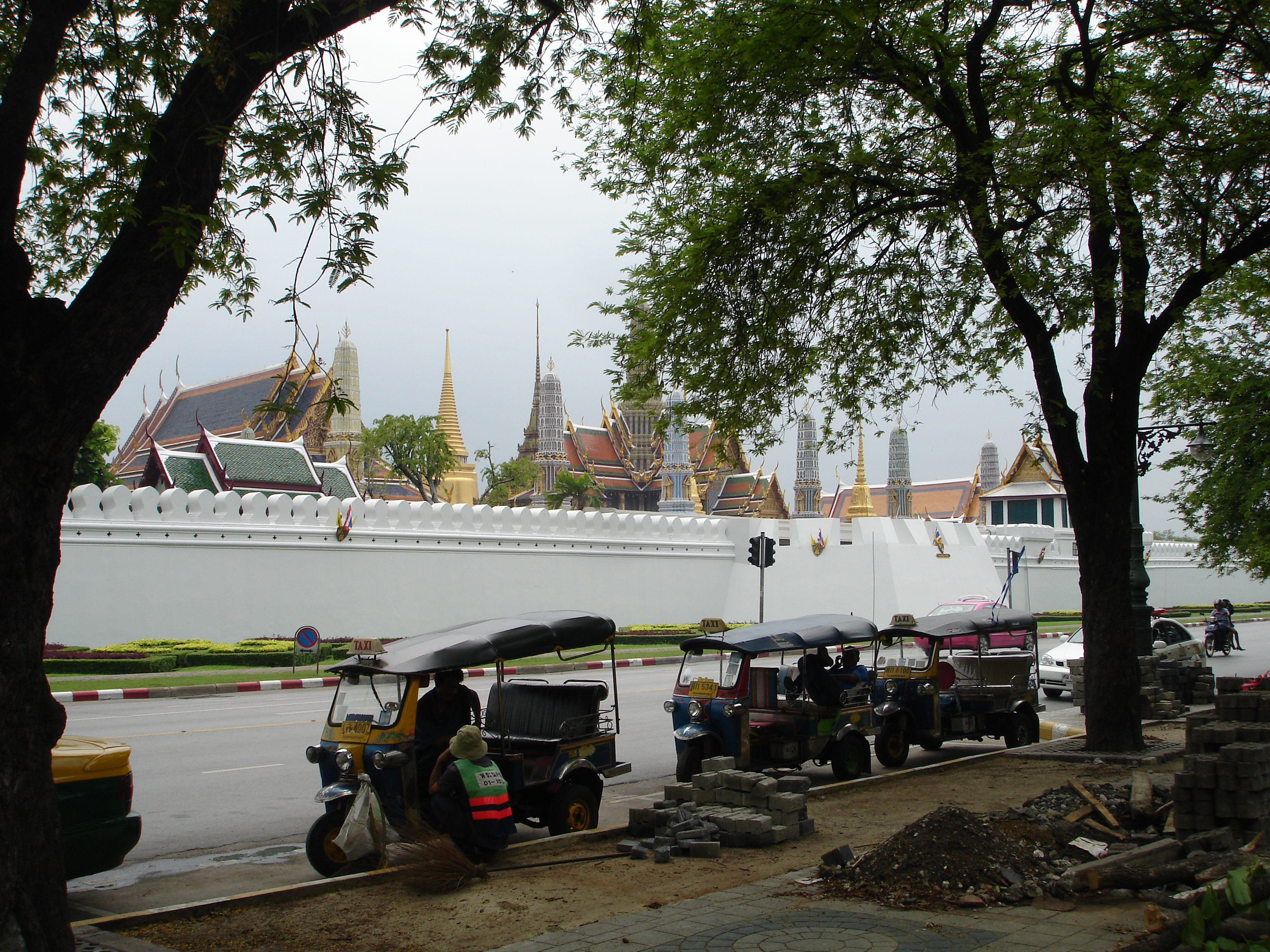 A small portion of the Grand Palace behind its crenelated walls as seen from Sanam Luang. Photo taken by Mark Jochim on May 17, 2006.