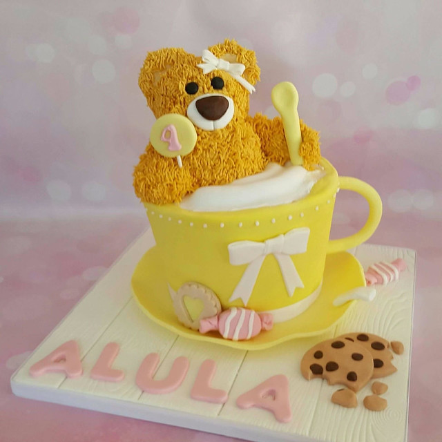 Cake by Nimalee of Honeydip Cakes