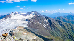 Widok ze szczytu Marjanishvili 3555m na wschód.  Pasismta 3779m i Machkhapara 3524m.