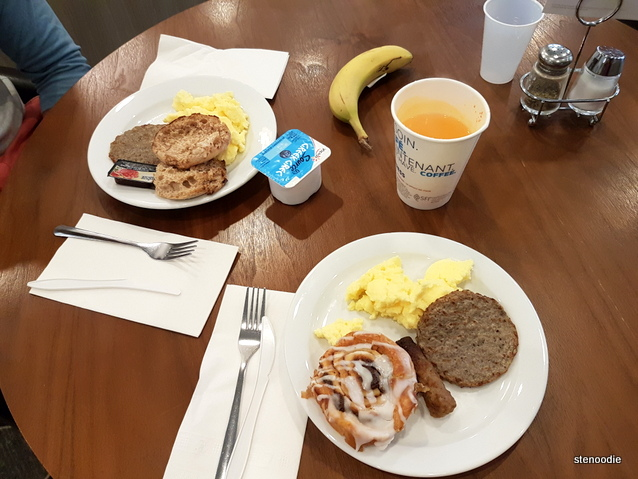 Holiday Inn Express & Suites Oshawa Breakfast