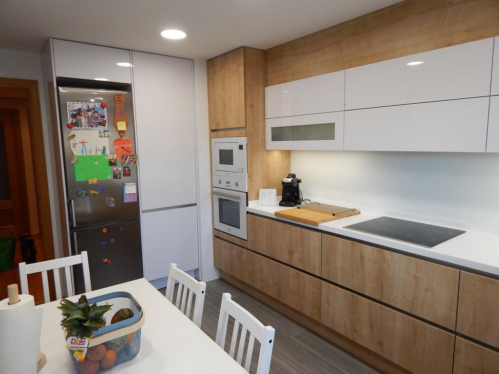 Muebles de cocina en madera de roble y blanco - Muebles en blanco ...