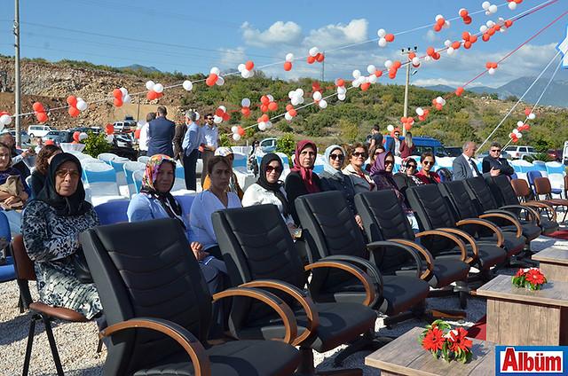AK Parti İlçe Teşkilatı Kadın Kolları da törene katıldı.
