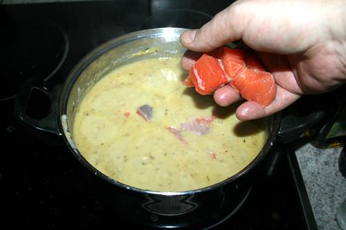 43 - Lachwürfel addieren / Add diced salmon