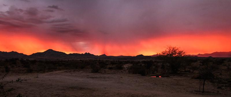 Sonnenuntergang-Farm-Namibia-Afrika-Urlaub