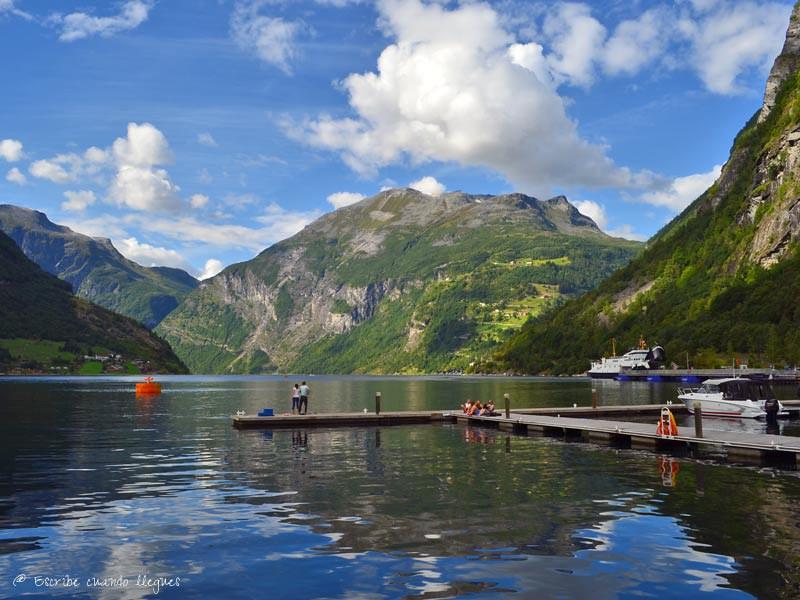 Vista del puerto de Geiranger, lugar desde el que zarpan los barcos que hacen los recorridos turísticos por el Geirangerfjord