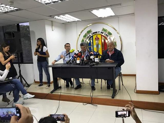 Após duas derrotas, oposição venezuelana decide não participar de eleições municipais