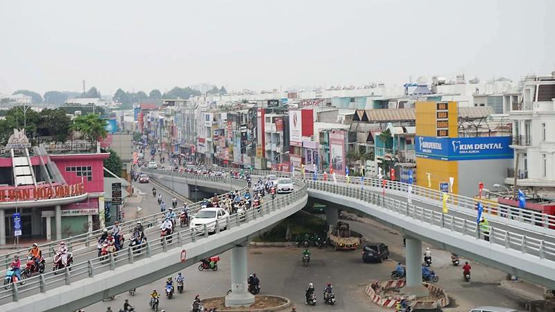 Cầu vượt hình thành mang lại rất nhiều niềm vui cho người dân sống tại khu vực này