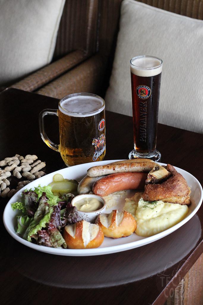 Oktoberfest, Long Bar, Raffles