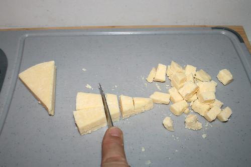 18 - Käse zerkleinern / Mince cheese