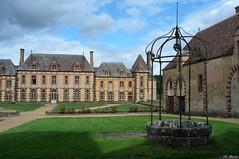 Le puits du château de la Rivière