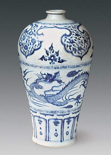 A well preserved dragon design was found on this porcelain vase inside the shipwreck. The vase is 42.5 centimeters (about 17 inches) in height. From livescience.com