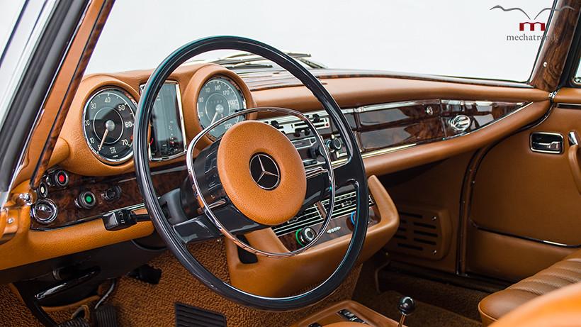 1970-Mercedes-W111-8