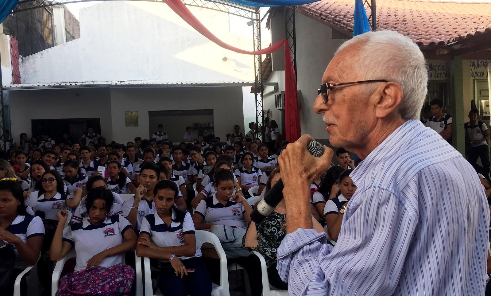 Escritor ministra Aula da Saudade nos 70 anos do Rodrigues dos Santos