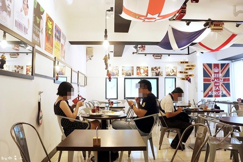 36717042713 137f4db7a1 b - 熱血採訪| 漢堡巴士Burger Bus,台中也能吃到道地的英式傳統早餐和英式漢堡,英倫工業風裝潢輕食咖啡