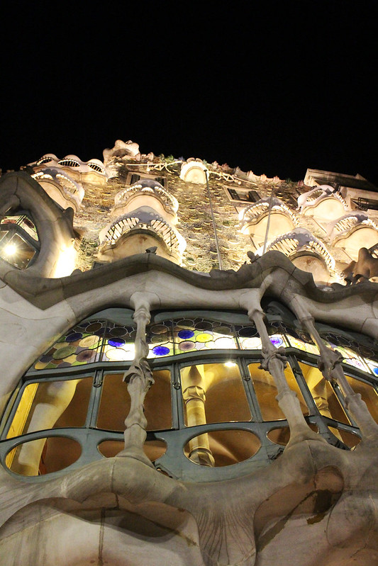 casa battlo de nuit 3 barcelone