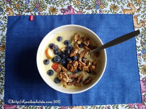 Heimische Spitzennahrung: Ziegenquark, Äpfeln, Heidelbeeren und Walnüssen