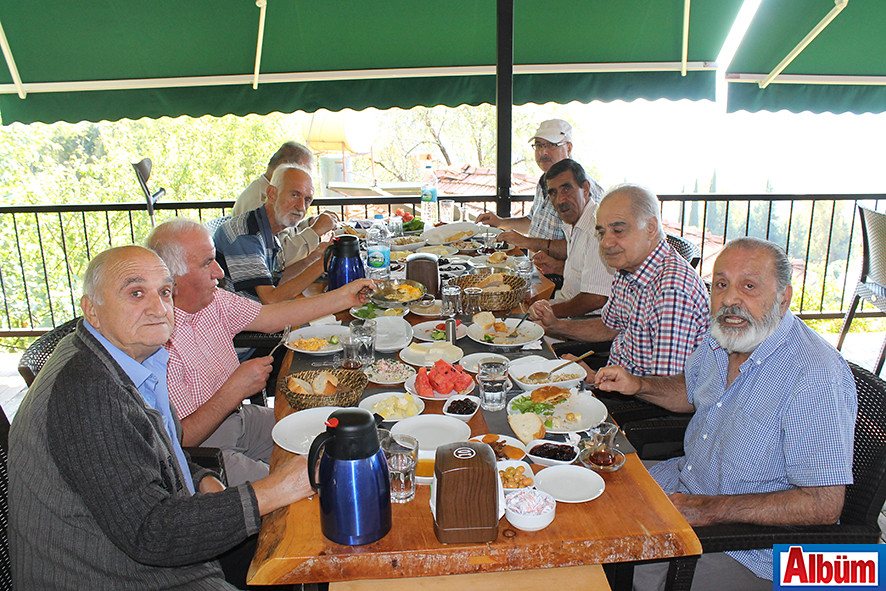 Alanya Huzur Evi sakinleri Kurşunlu Seyir Restoran'da kahvaltı ettiler-5