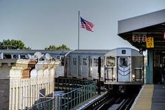 NYC Subway - Crescent Street Station - J train - R-32