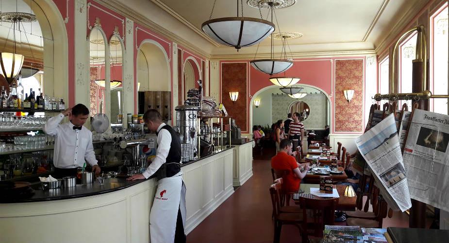Lekker uit eten in Praag: leuke restauants: Café Louvre | Mooistestedentrips.nl