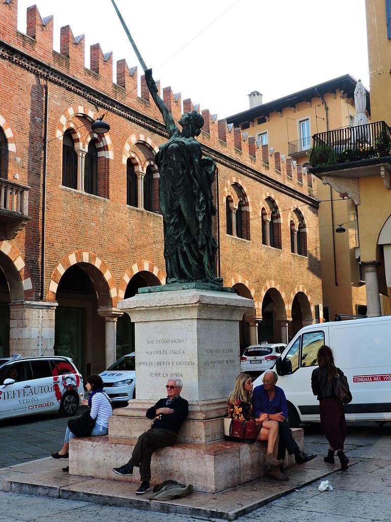Palazzo della gran guardia mappa verona italia mapcarta for 110 piedi in metri